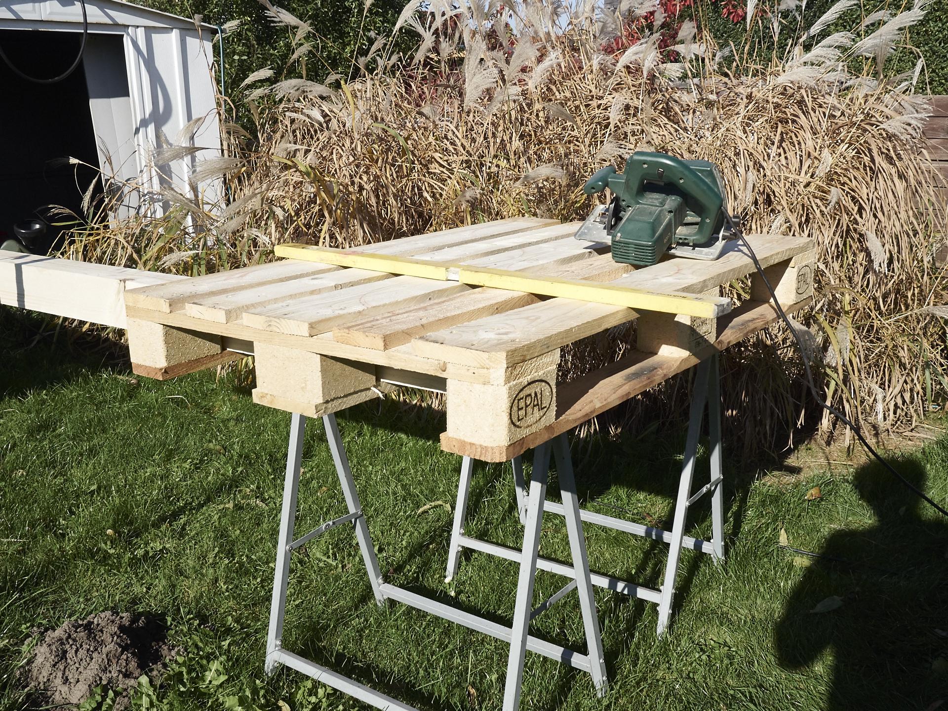 diy bett aus paletten palettenbett dakota home. Black Bedroom Furniture Sets. Home Design Ideas