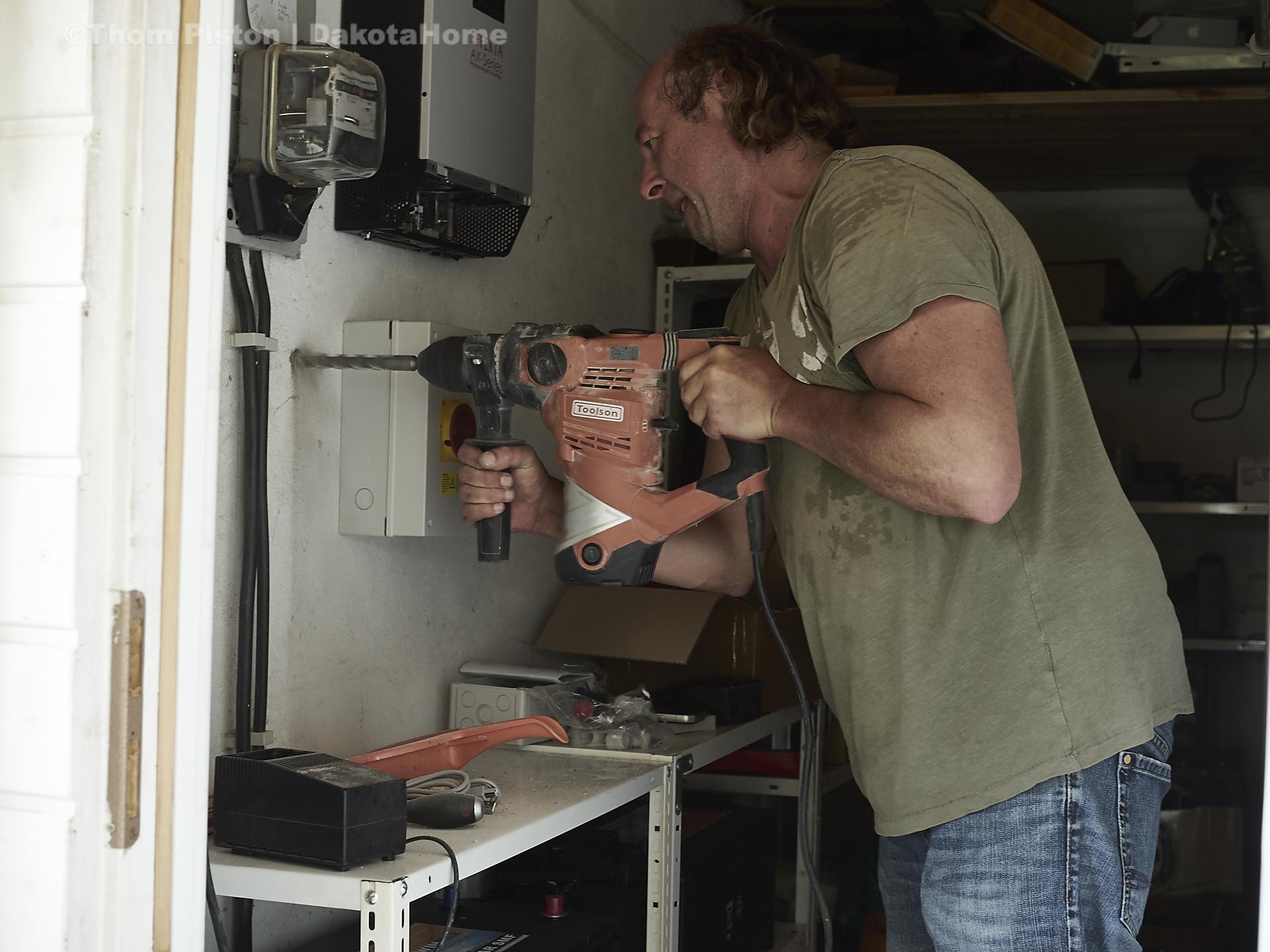 Anschlussarbeiten der Photovoltaic Panels am dakota home, natürlich und volker