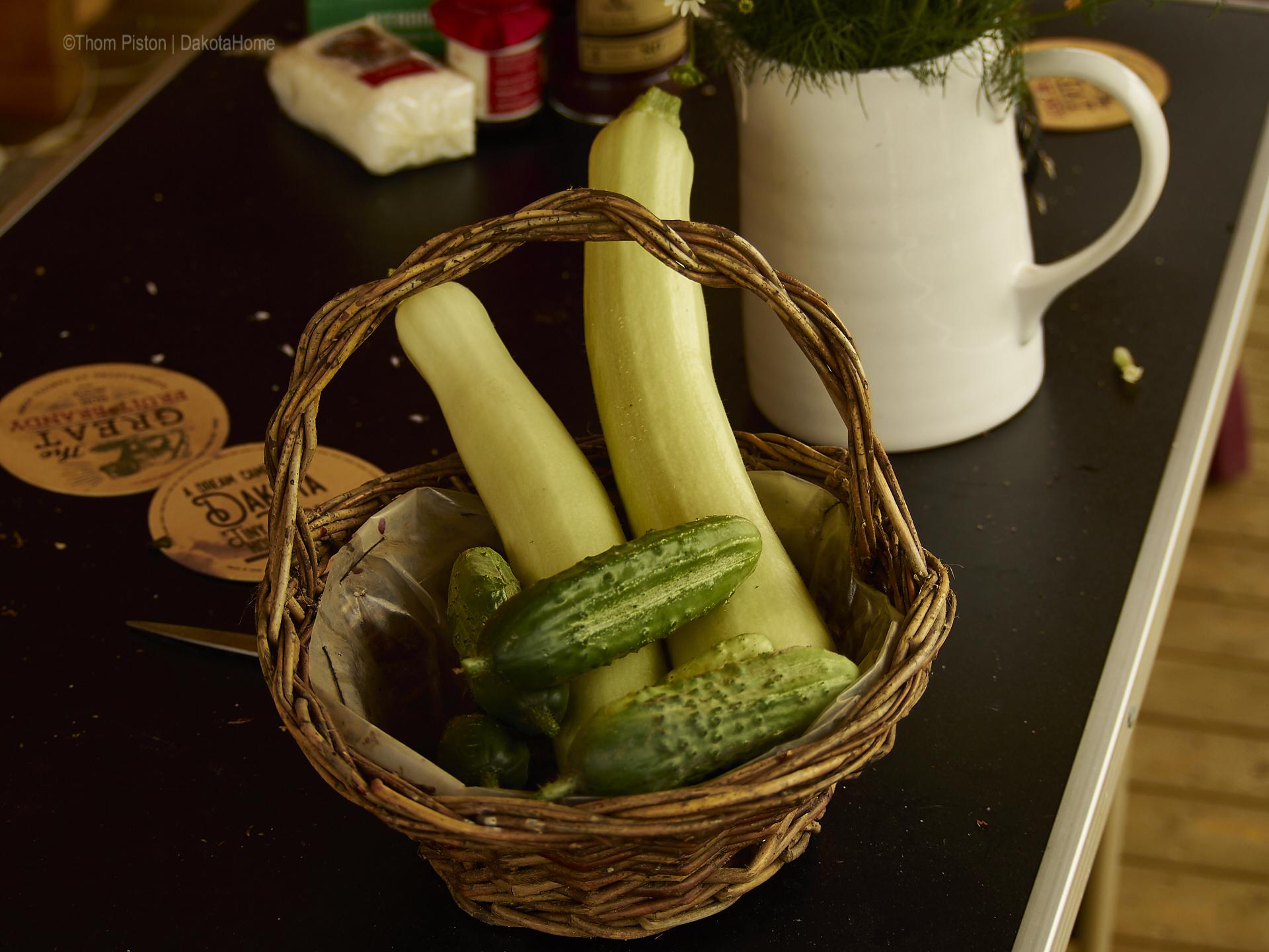 Tägliche Ernte, Gurken und Zucchinis.., Mitte Juni 2018