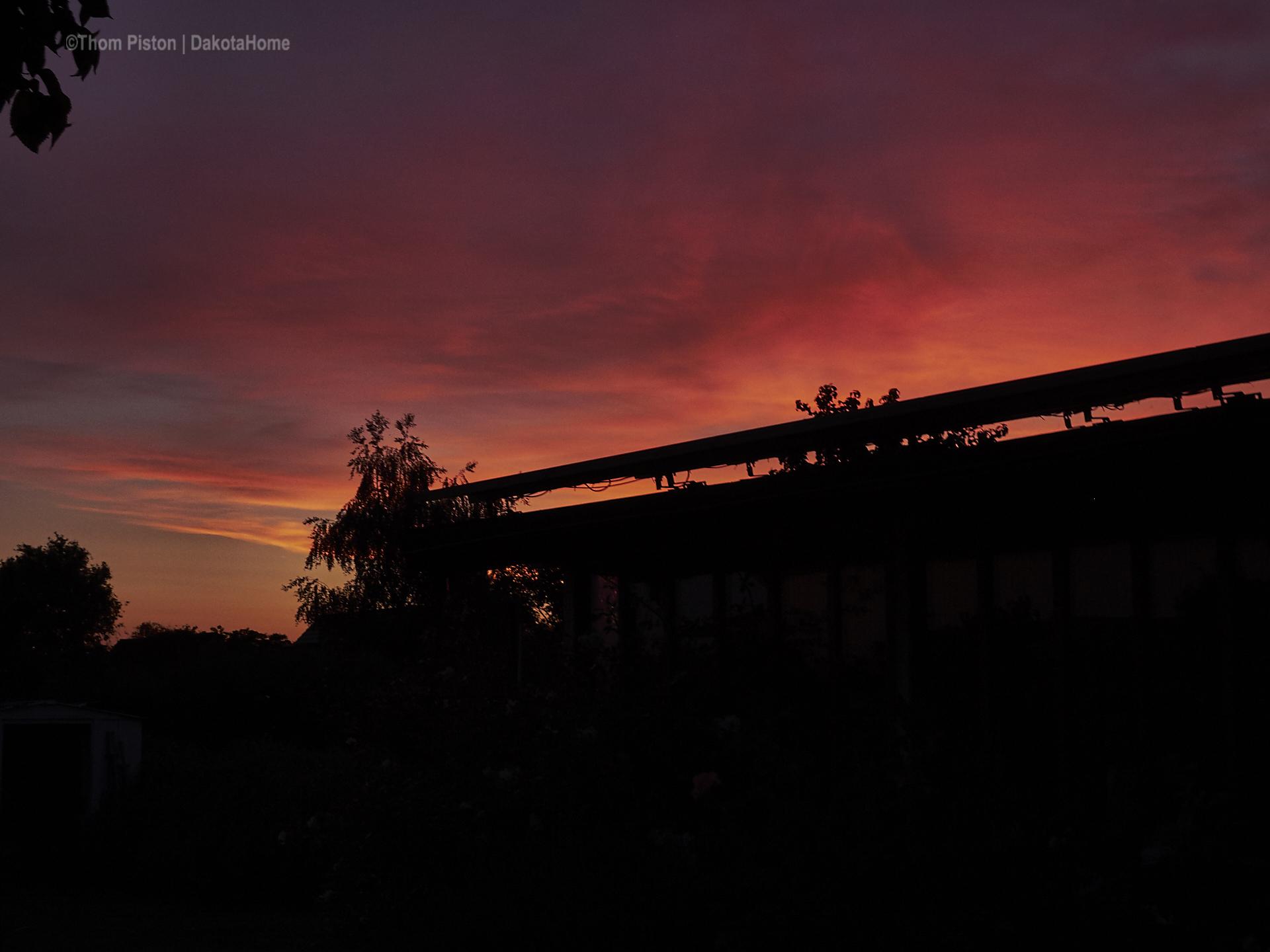 der legendäre Sonnenuntergang, mitte Juni, am Dakota Home